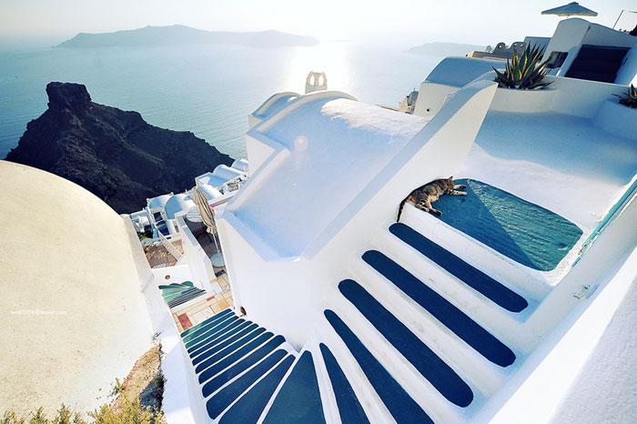 Casas blancas y azuladas de Santorini