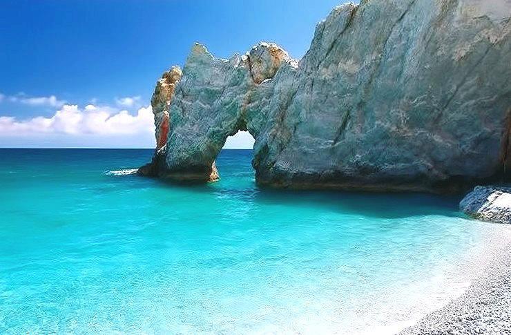 Arco de la playa de Lalaria en la isla de Skiatos